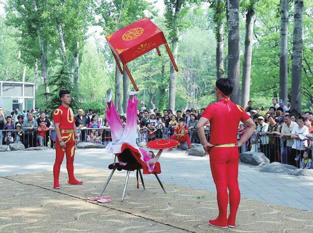 """""""五一""""假日济南动物园里真热闹 三天待客10余万人次"""