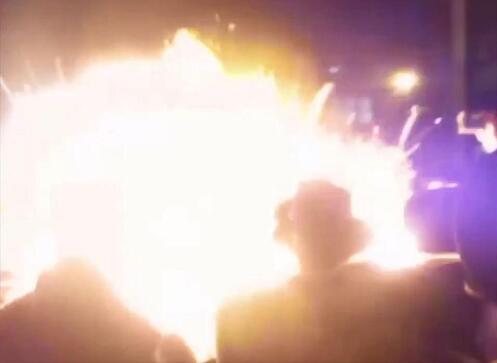 惨烈!伦敦庆典突发爆炸30人烧伤 篝火瞬间变成巨大火球喷向人群