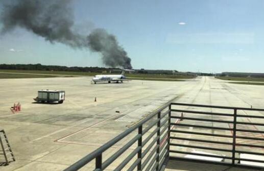 惨烈!美国军用飞机坠毁5人死亡 现场浓烟滚滚火光冲天像炸弹爆炸