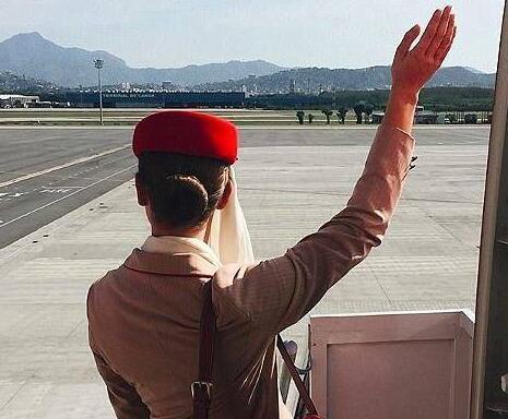 这才是生活!空姐一年蹭玩74个国家 23岁
