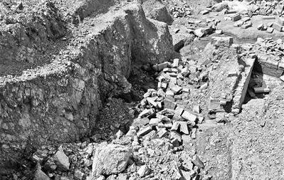 萧山古墓群损毁 文物贩子兜售汉墓砖每块开价200元