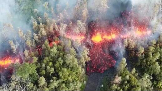 夏威夷火山大爆发 一夜之间爆发导致熔岩流入居民区上万居民撤离