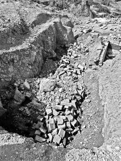 萧山古墓群损毁 文物贩子通过微信兜售汉墓砖每块开价200元