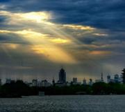 大明湖惊现耶稣光