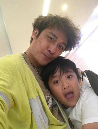 吴镇宇携儿子拍戏 双男主角让父子两人都占了 《费曼的夏天》真厉害