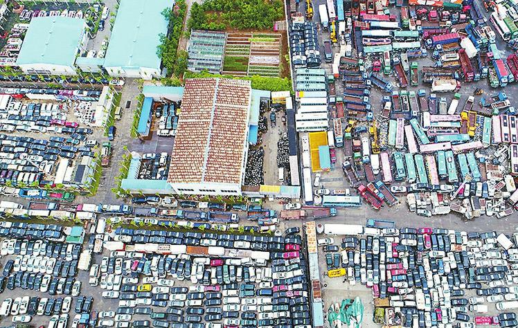 济南汽车墓地 近10万辆报废车待拆解每吨补贴车主1260元