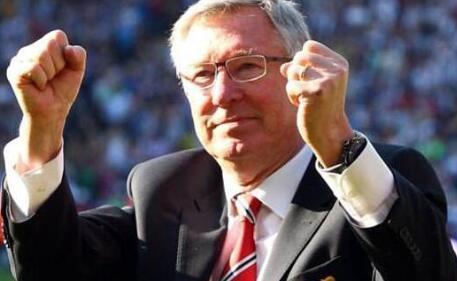 现年76岁的弗格森2013年结束了曼联的执教生涯后退休,执教曼联26年共