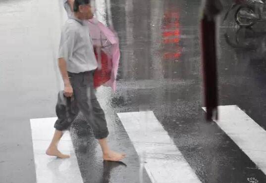 惊悚实拍!男子遭雷击身亡 雷雨天来临7个防雷小知识你不得不知