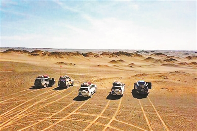 """驴友驾车擅自穿越罗布泊保护区 10辆越野车在罗布泊""""飙车"""""""