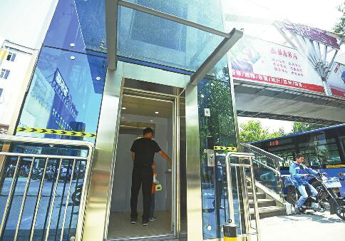 过街天桥流行加装直梯 济南公共服务设施建设更加人性化