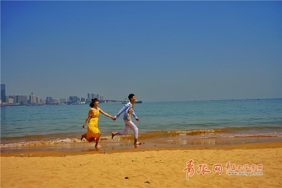 """天气渐渐变暖 青岛海边开启初夏""""浪漫季"""""""