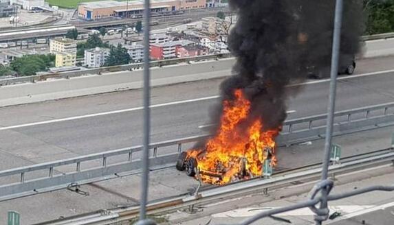 特斯拉跌落神坛?特斯拉瑞士酿车祸 锂离子电池受到暴力撞击易爆炸!