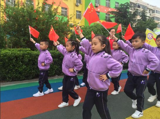 金阁幼儿园顺利举行亲子运动会