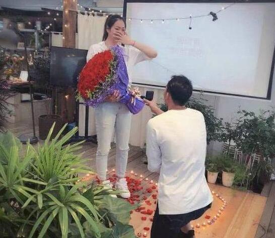刘向东导演浪漫求婚大戏 排球女神杨珺菁接受求婚 2019年完婚