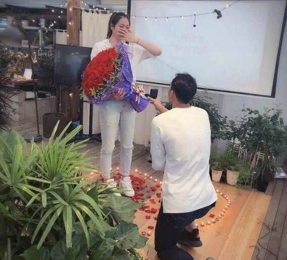 """双喜临门!杨珺菁接受求婚 杨珺菁是中国女排著名的""""暴力副攻"""""""