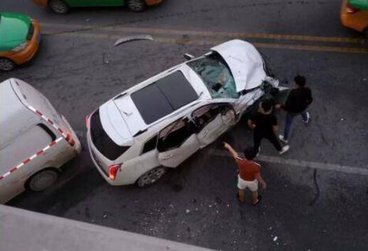 酒驾?西安玉祥门车祸致2死6伤