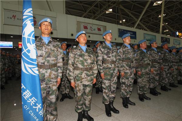 中国第六批赴马里维和部队第一梯队从济南机场出发