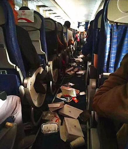 惊心动魄!川航27分钟生死线 乘客讲述飞机上的惊魂瞬间