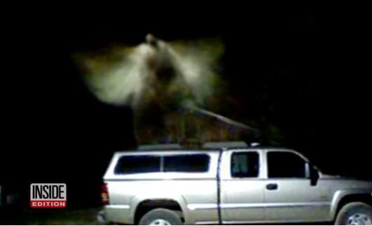 """别猜了!密西根州神秘白雾 """"天使模样""""的白雾或为监视器拍到的飞蛾"""