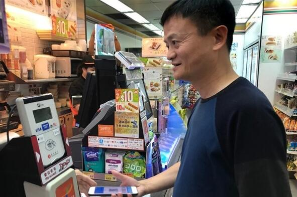 好八卦呀!网友在港偶遇马云 网友臆想马云支付宝里有多少钱?
