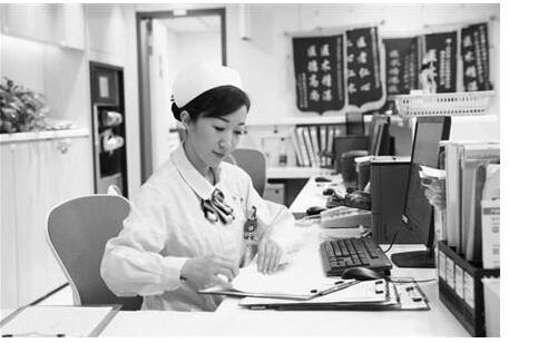 """南京护士空中救人 称""""救死扶伤是我本职,不足挂齿"""""""