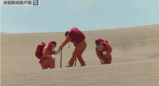 航天员沙漠训练 克服大风扬沙、...