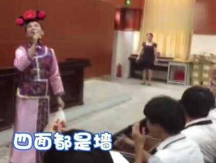 高考倒计时9天!男老师扮华妃 学生哭笑不得:这不是容嬷嬷?