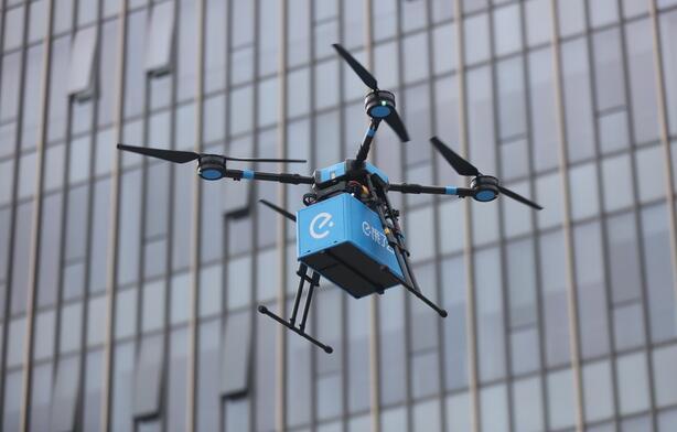 吃货福利!外卖无人机航线开通 无人机送餐平均用时20分钟