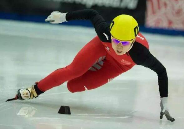 升帐点兵!速度滑冰集训开练 4金得主王濛