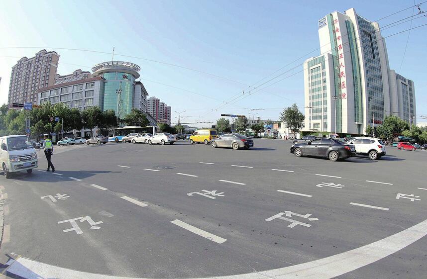 济南首次增设右转待行区 交警提醒 进入路口再分道,否则或被抓拍