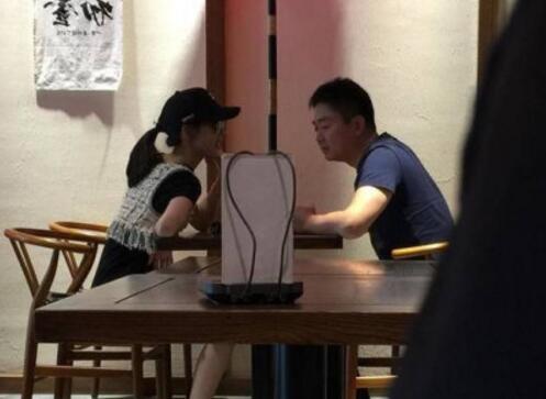 甜蜜十足!刘强东夫妻下午茶 电商大佬
