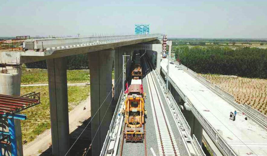 石济客专铺轨工程成功跨越黄河