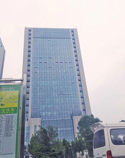 槐荫区西客站、经十路沿线、西市场等重点片区楼顶广告完成整治