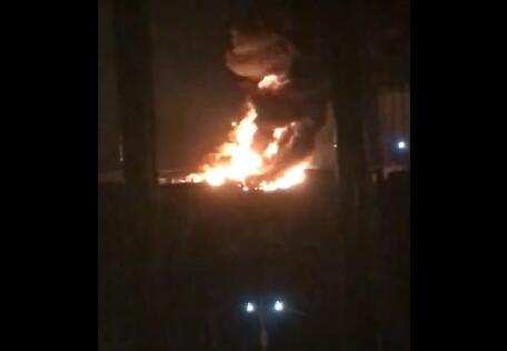 最新消息!天津油罐车起火:4辆车存少量柴油 明火已扑灭无人员伤亡