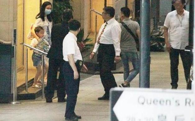 """朱丽倩疑再怀孕 56岁刘德华""""神勇"""" 再次""""造人""""成功"""