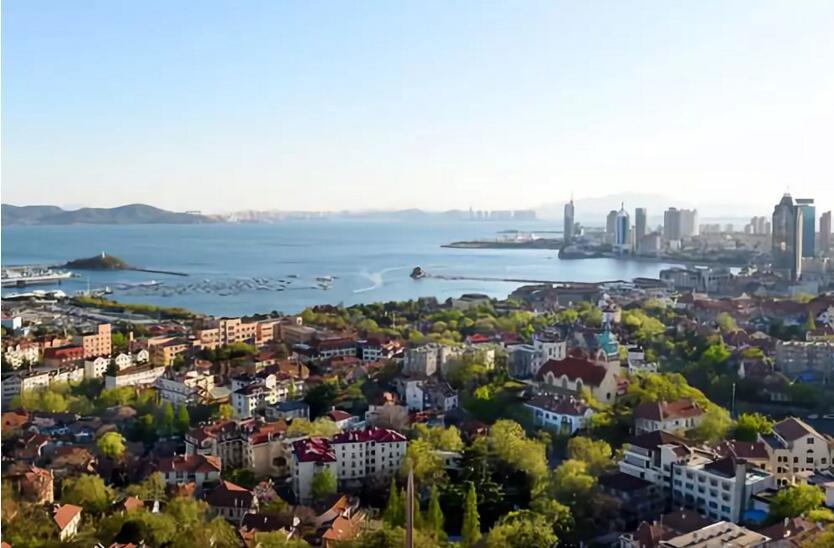 上海合作组织扩容后的首次元首理事会,将于9日至10日在青岛举行。盛会为何选址青岛?这座国际帆船之都与上合组织,有什么不得不说的故事?