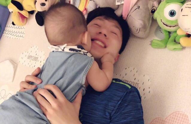 """""""七冠王""""马龙夺冠后晒娃 马龙老婆夏露火速结婚生子"""