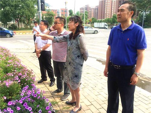 历下区领导察看经十东路、旅游路沿线环境整治提升工作
