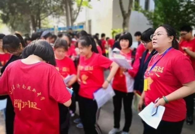穿旗袍、着红衣、写寄语……历下各校为初三学子学考点赞