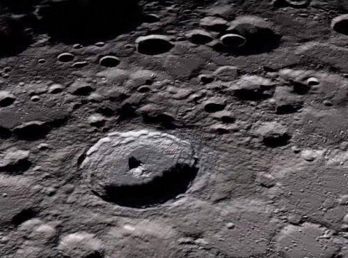 女子起诉NASA 这些不起眼的尘土竟然是登月第一人阿姆斯特朗送的