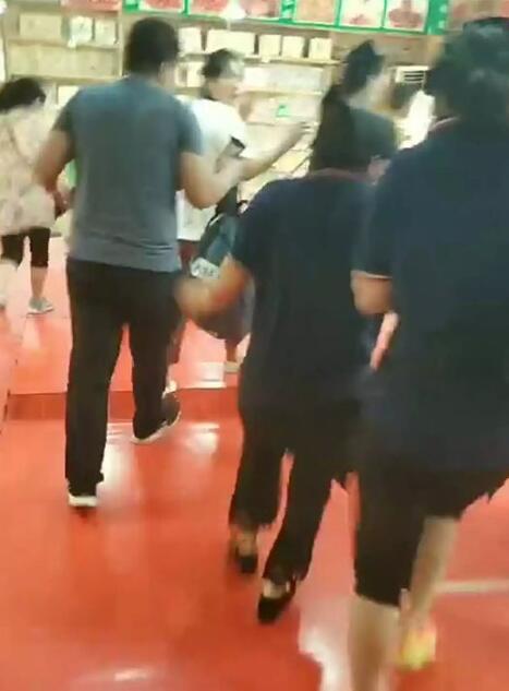 华山景区游客中心餐饮区吊顶掉落 9人受伤