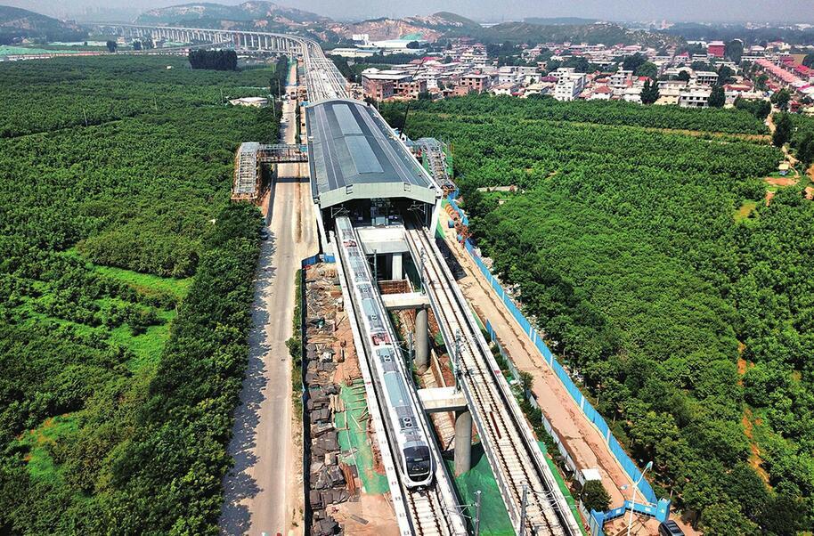 济南首列地铁车正线试跑,最高时速有望达100公里——随风奔跑吧,小R!