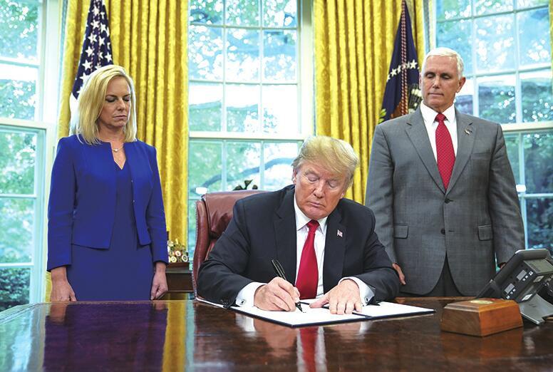 """特朗普签署行政令叫停""""骨肉分离""""举措"""