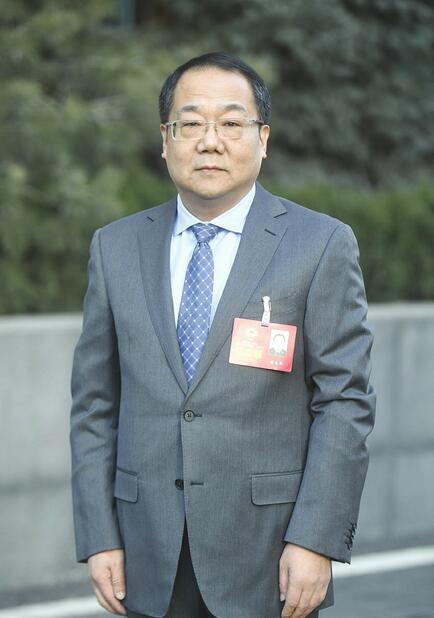 市住房保障和房产管理局(市城市更新局)局长徐春华 以实战姿态和作风打赢这场硬仗