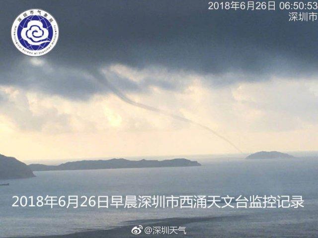 奇幻大片!深圳惊现龙吸水 水面上空的龙卷风吸起海水宛如巨龙