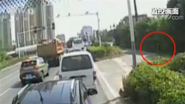 满满正能量!公交司机奋勇救路边晕倒老人