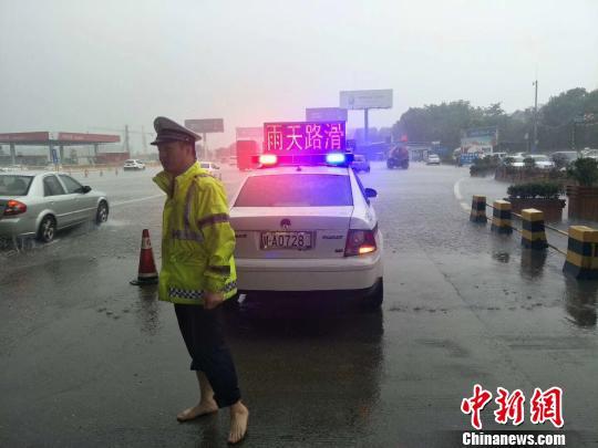 四川暴雨!成都遭遇强降雨天气过程 蒲江降雨量已超300毫米