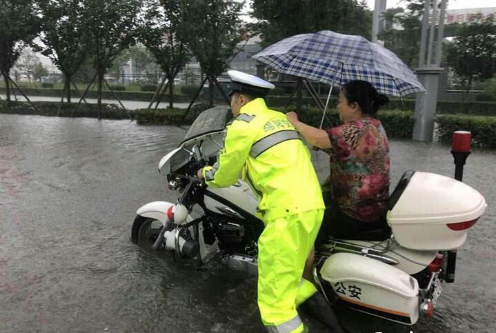 注意安全!四川暴雨城市内涝 成都气象台发布暴雨黄色预警