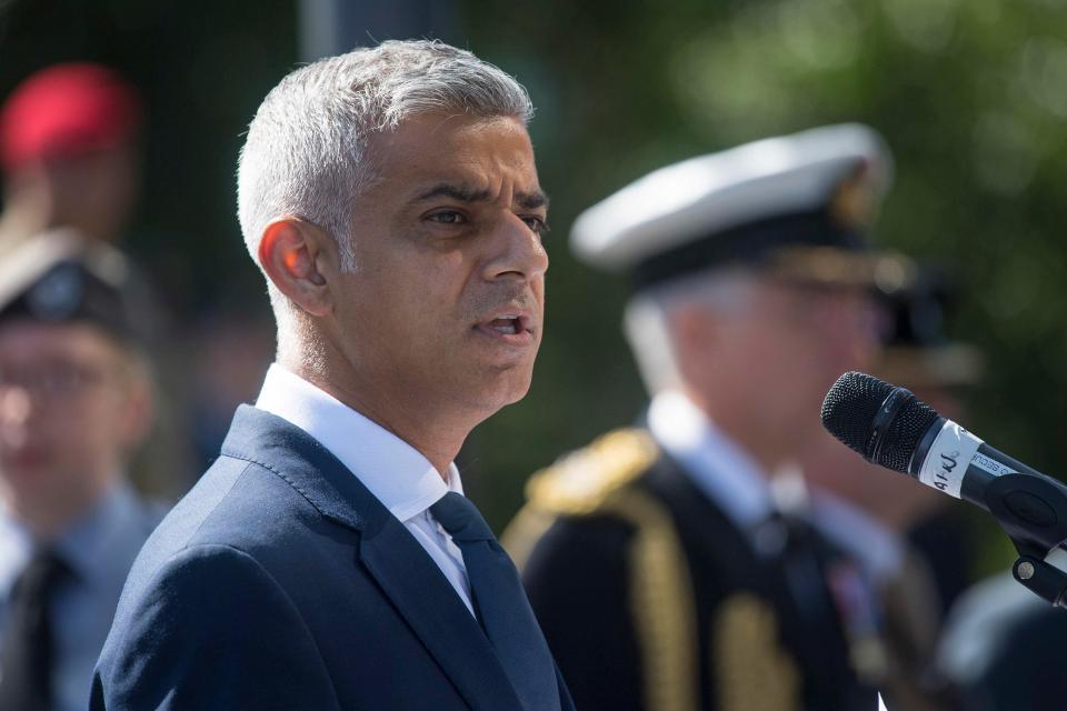特朗普充气宝宝伦敦上空满天飞?市长很幽默的批准了!