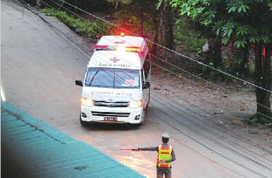 首批泰国足球男孩获救